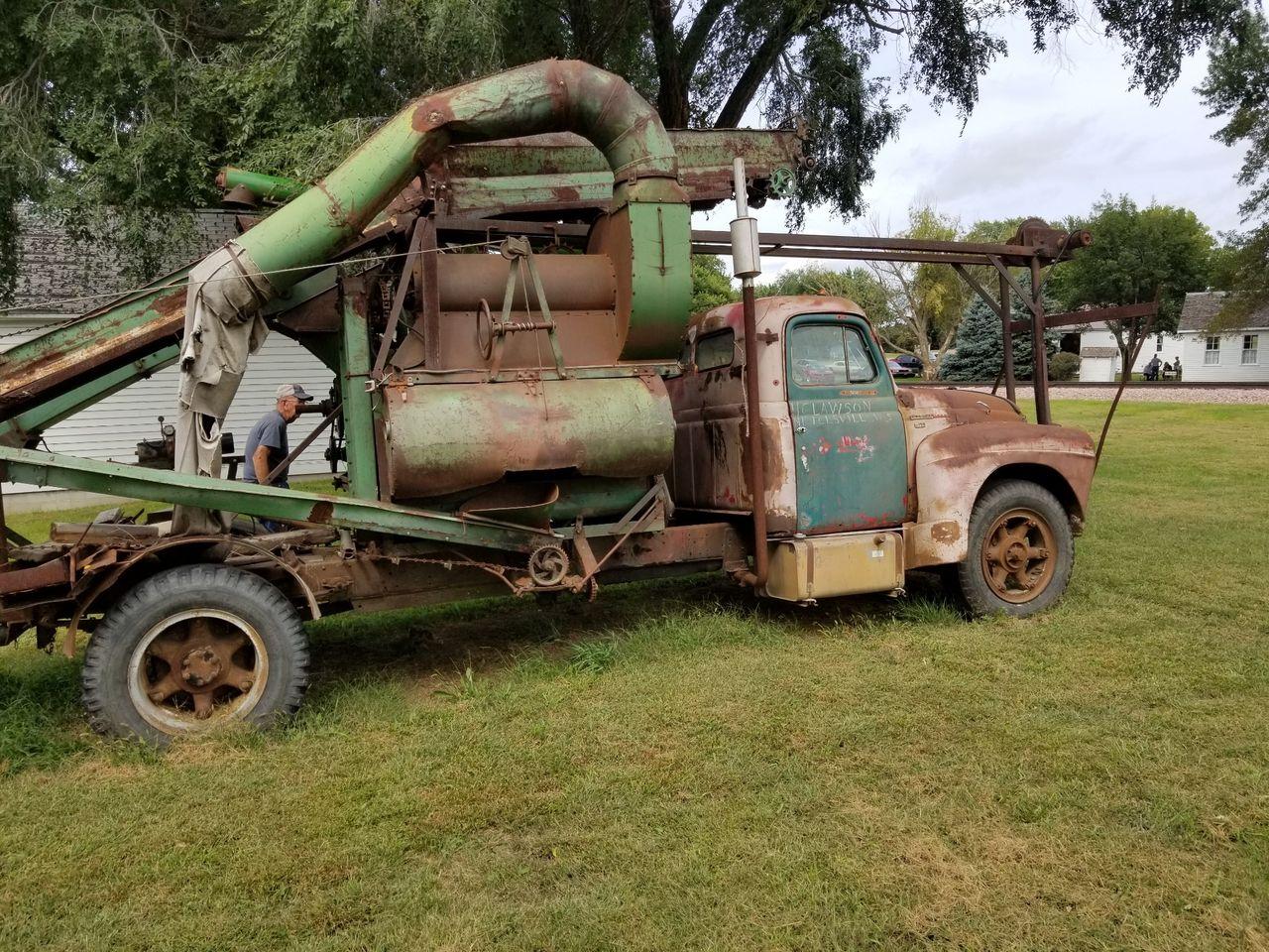 Corn sheller truck